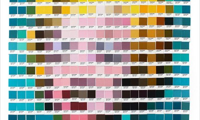 Le opere d'arte con campioni di colore Pantone di Nick Smith
