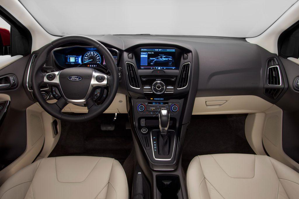 Il cruscotto della Ford Focus Electric è avveniristico ma conserva una linea elegante