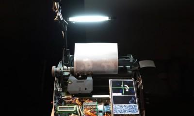 La macchina da scrivere che stampa i selfie in ascii