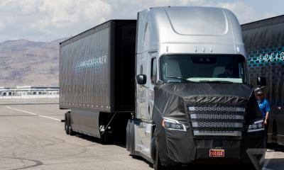 """Daimler lancia il primo camion """"legale"""" a guida autonoma"""