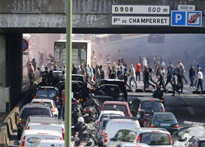 Rivolta dei tassisti in Francia contro Uber POP