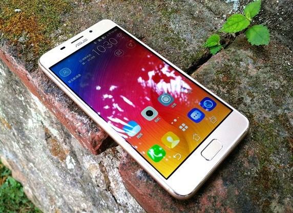 Asus Zenfone Pegasus 3S: nuovo smartphone Android Nougat dall'autonomia sorprendente