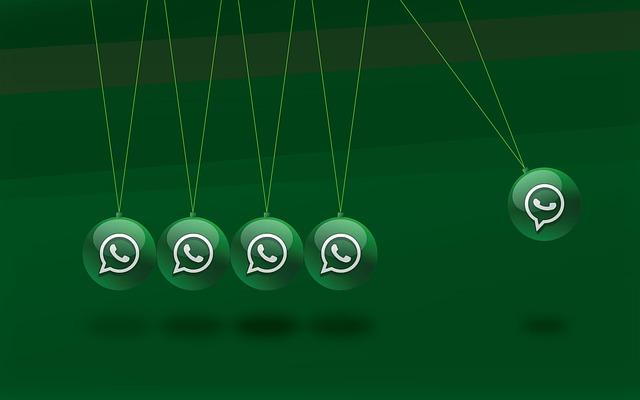 WhatsApp dopo le spunte blu arrivano quelle verdi