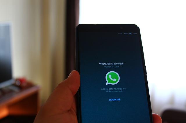 Whatsapp, impossibile inviare messaggi: il servizio è nuovamente down